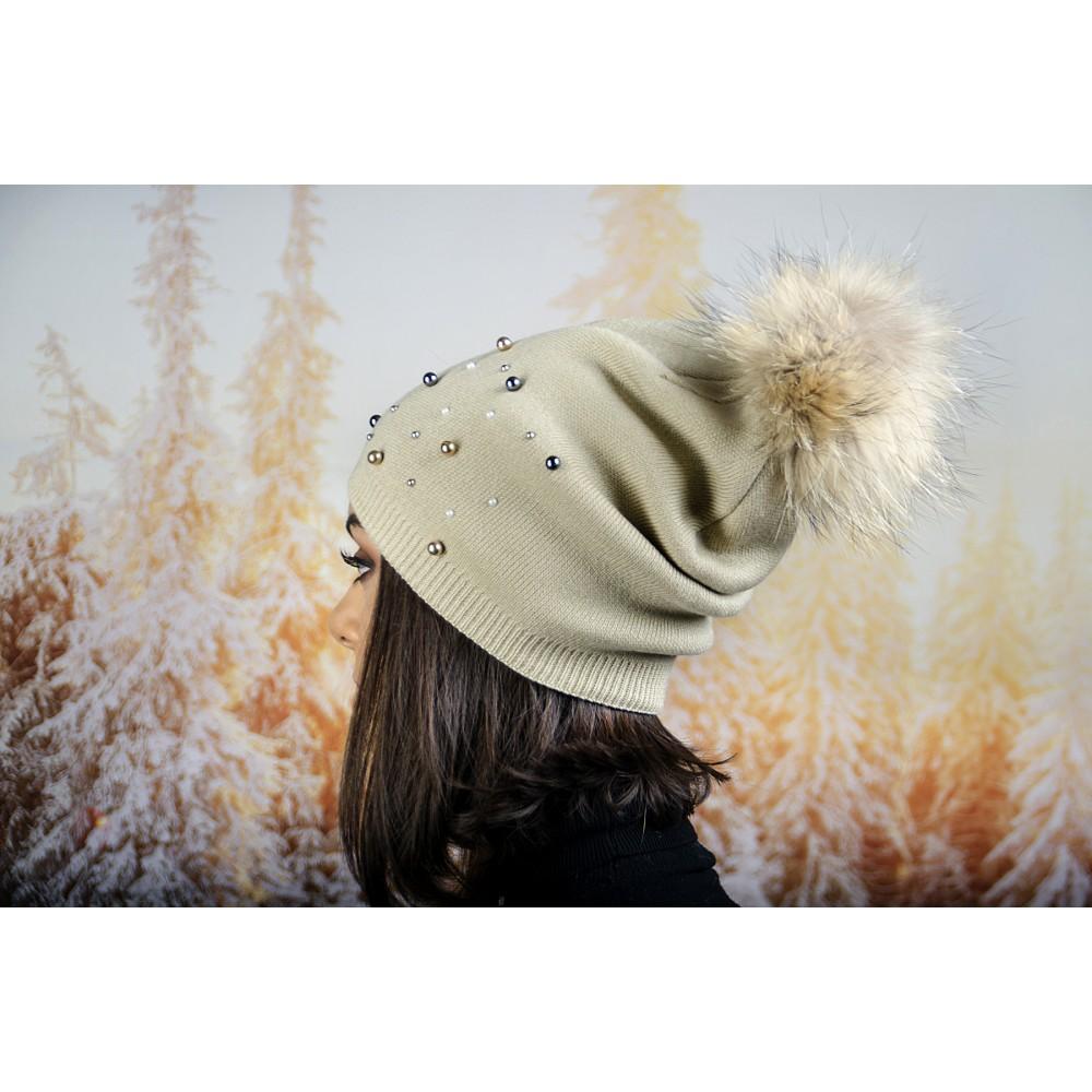 Дамска Зимна Шапка Малки и Големи Перли в Екрю