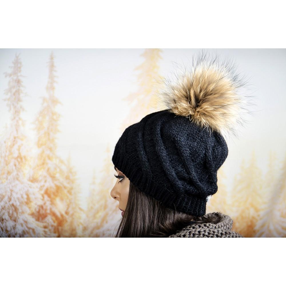 Черна Дамска Зимна Шапка с Помпон Естествен Пух