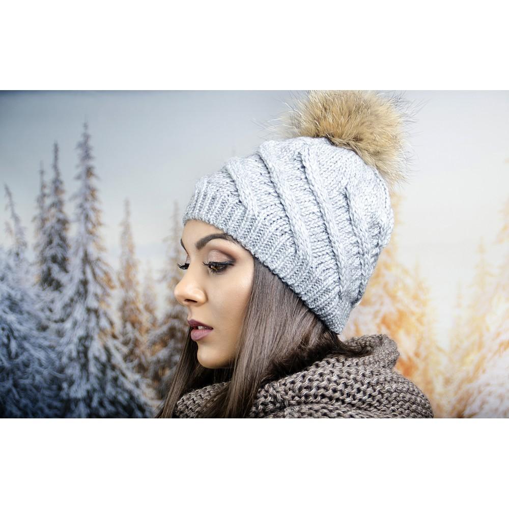 Сива Дамска Зимна Шапка с Помпон Естествен Пух