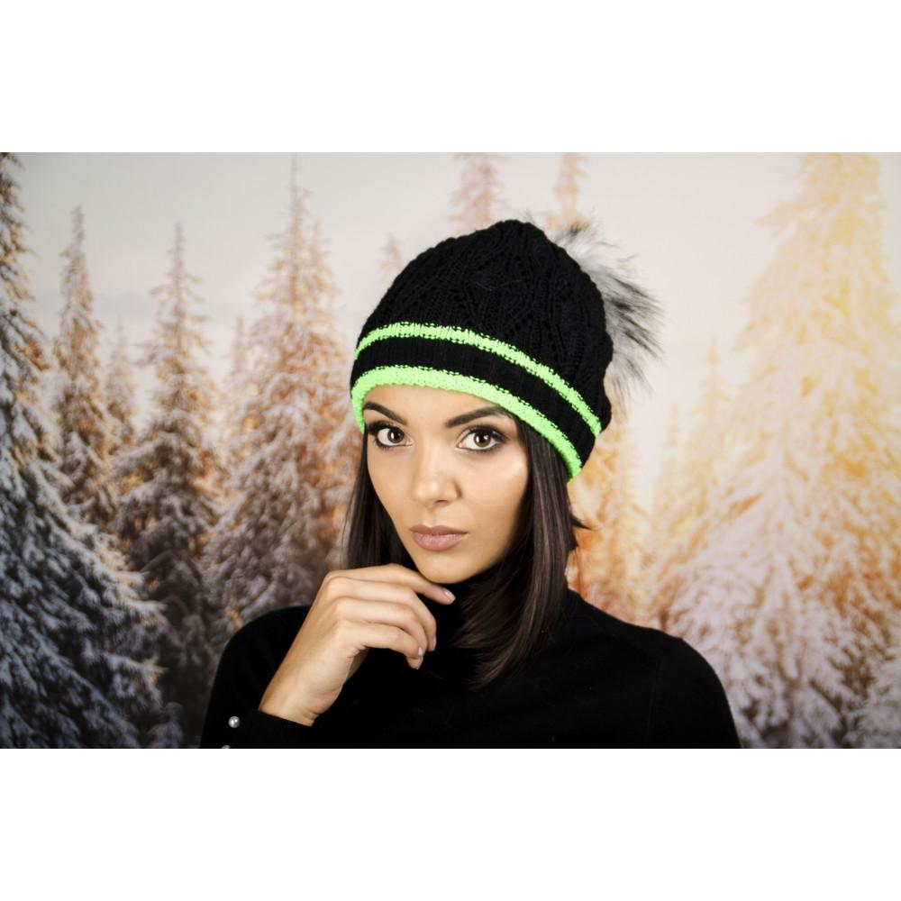 Дамска Зимна Шапка с Еко Пух Черна със Зелени Кантове