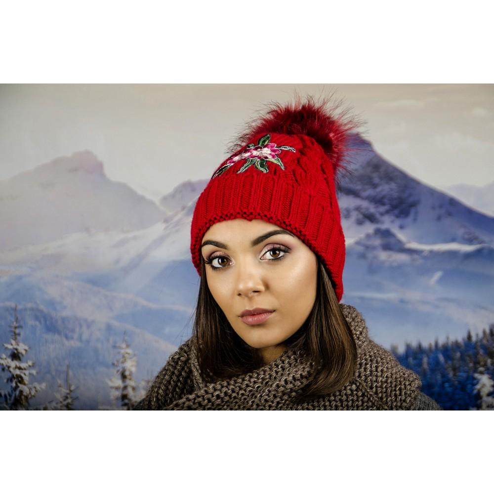 Дамска Зимна Шапка с Емблема Цвете Червена