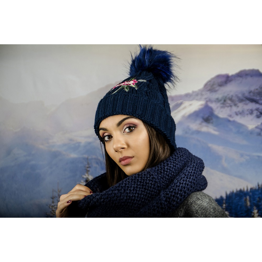 Дамска Зимна Шапка с Емблема Цвете Тъмно Синя