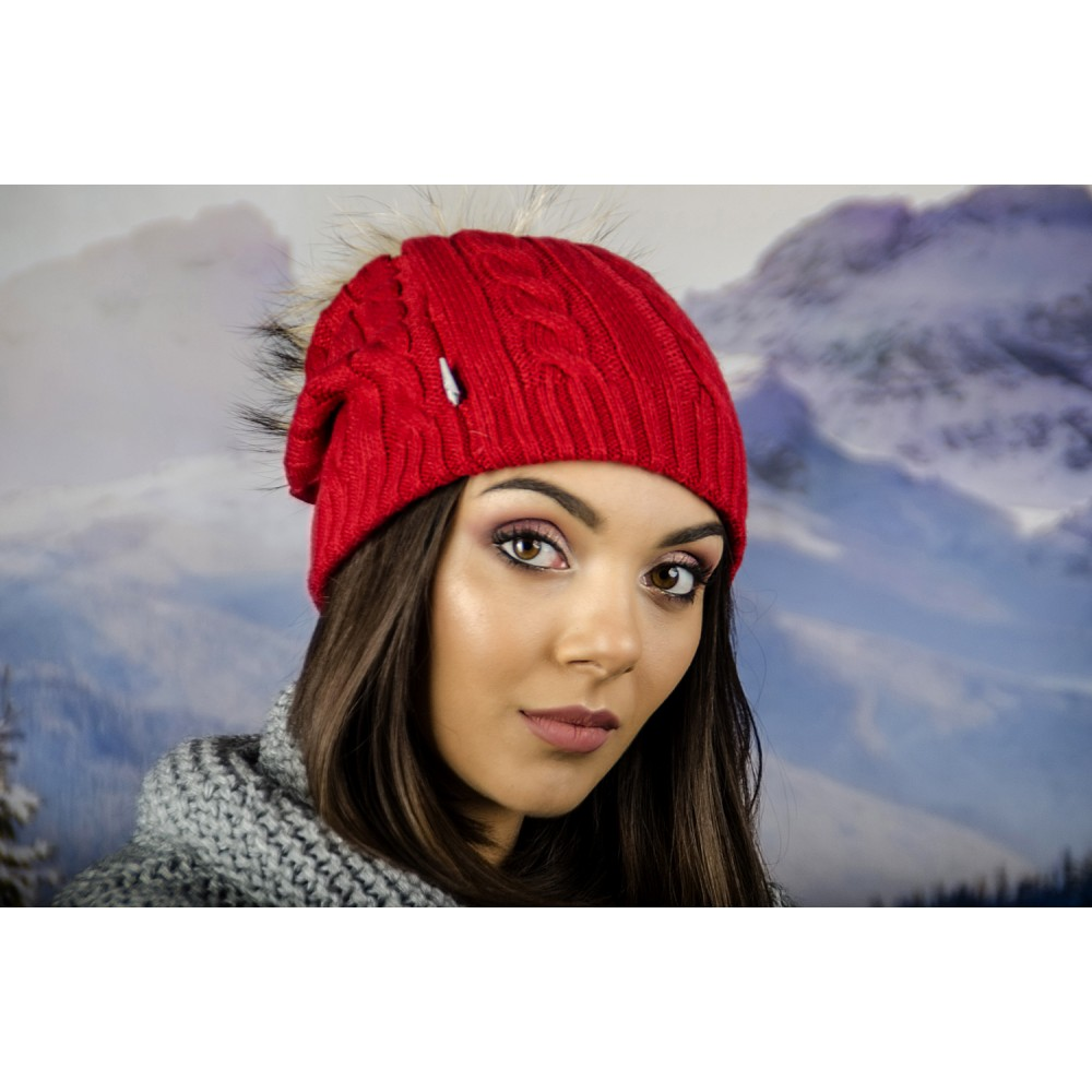 Плетена Зимна Дамска Шапка Червена с Помпон