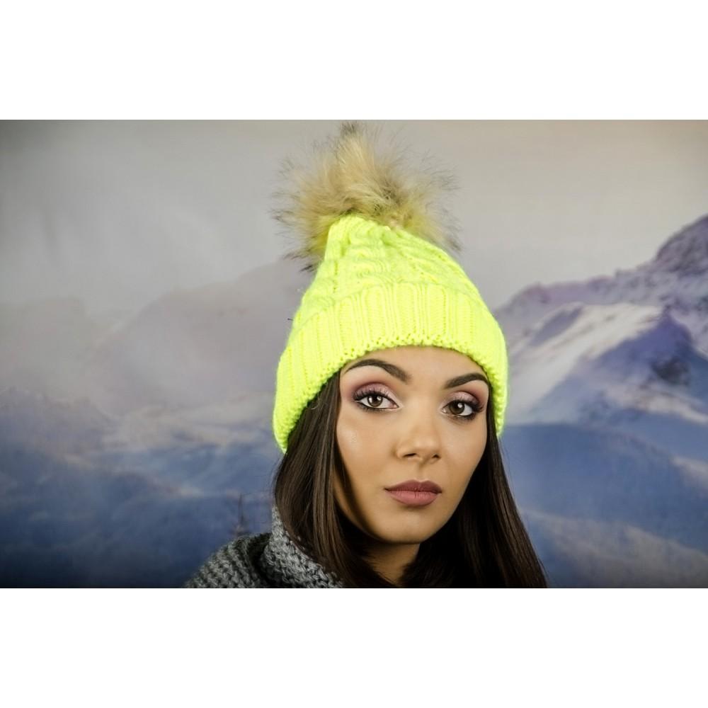 Дамска Зимна Шапка Елетрикаво Жълта