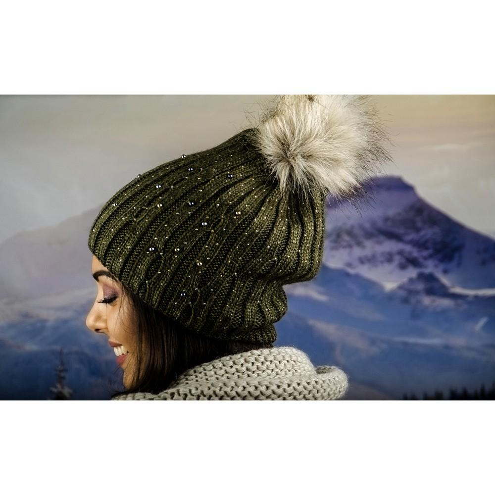 Дамска Зимна Плетена Шапка Еко Помпон в Маслено Зелено