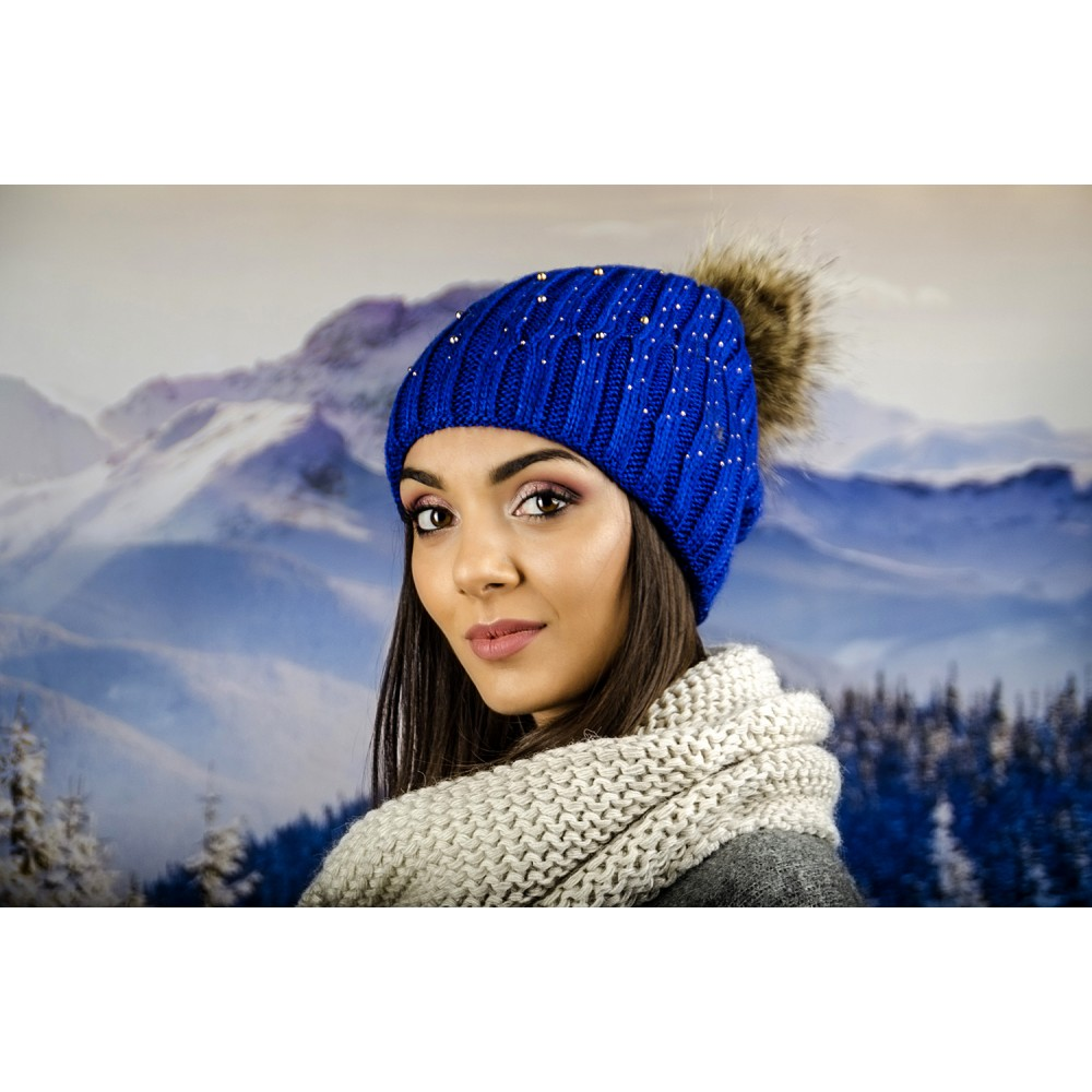 Дамска Зимна Плетена Шапка Еко Помпон в Синьо