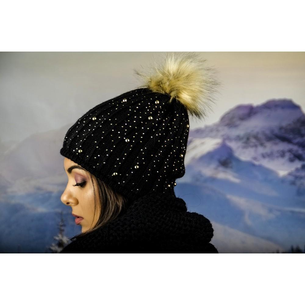 Дамска Зимна Плетена Шапка с Еко Помпон в Черно