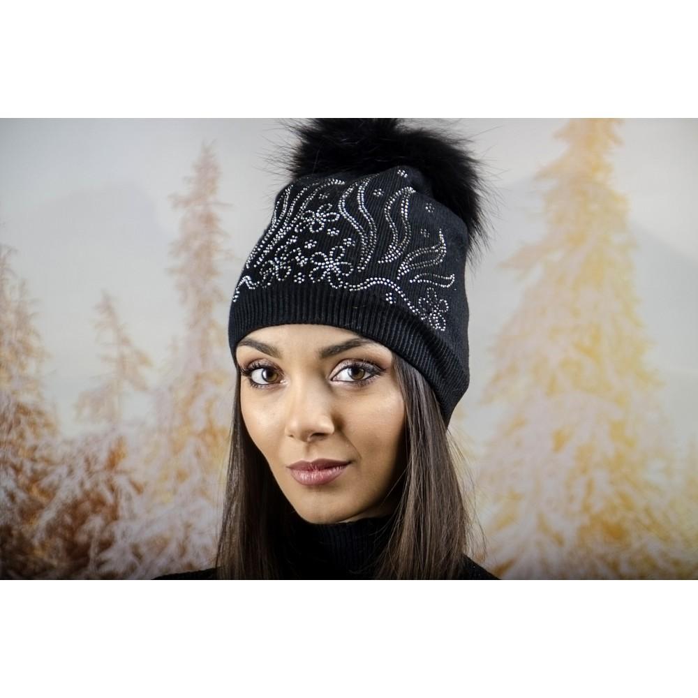 Дамска Зимна Шапка с Полар в Черно