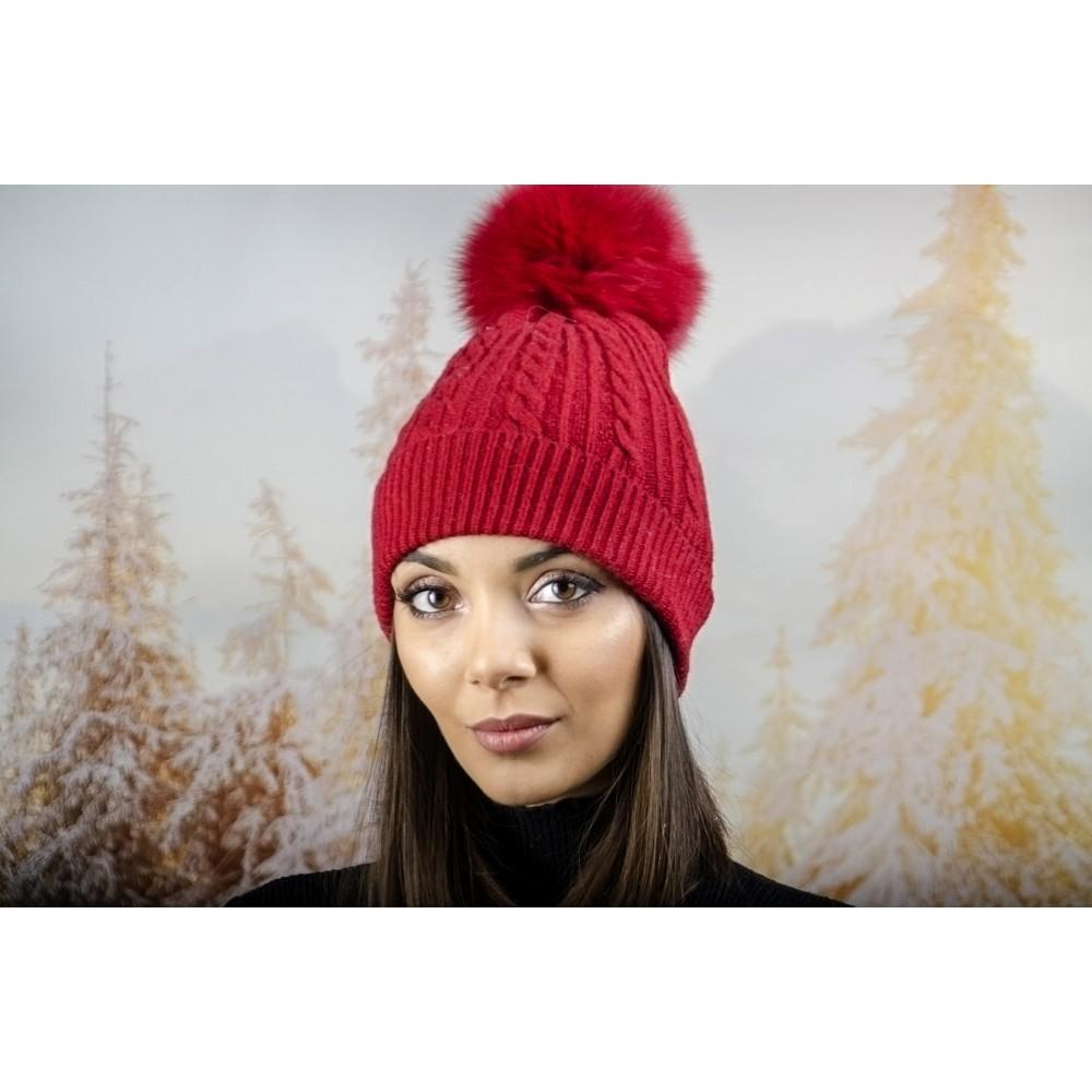 Зимна Дамска Шапка Ангора с Пух в Тъмно Червено