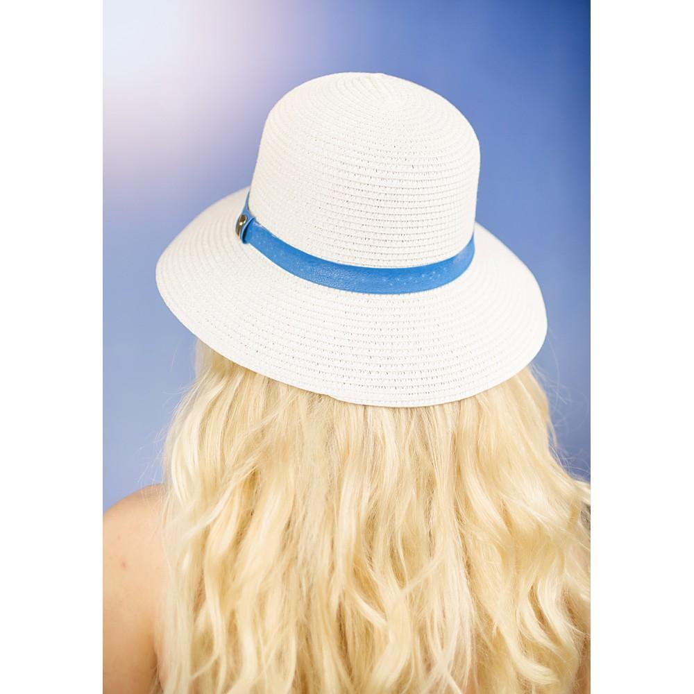 Бяла Дамска Лятна Шапка Със Синя Кожена Лента