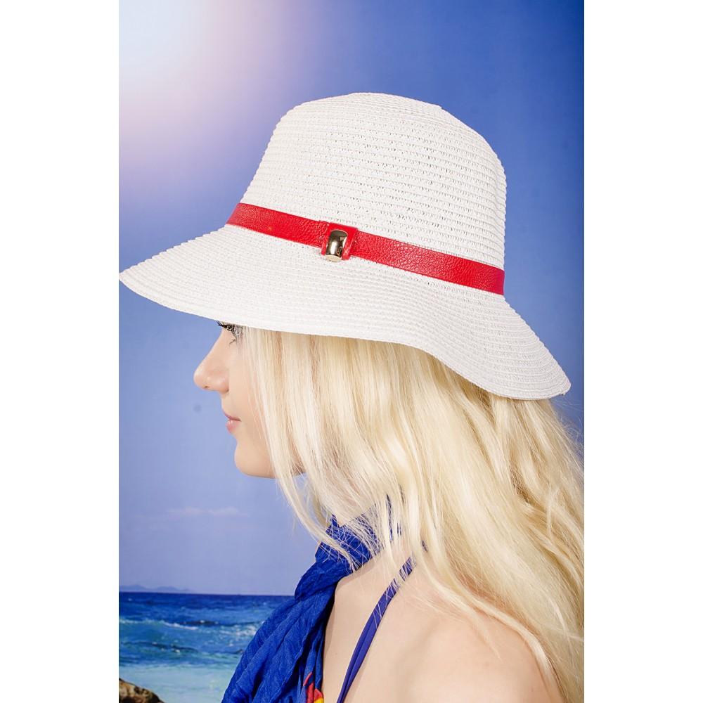 Бяла Дамска Лятна Шапка С Червена Кожена Лента
