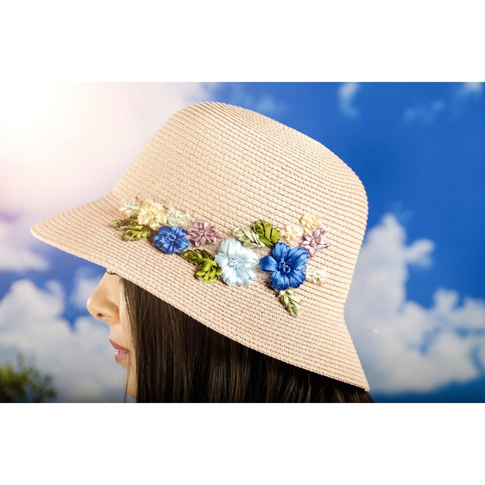 Дамска Капела в Цвят Праскова с Цветчета
