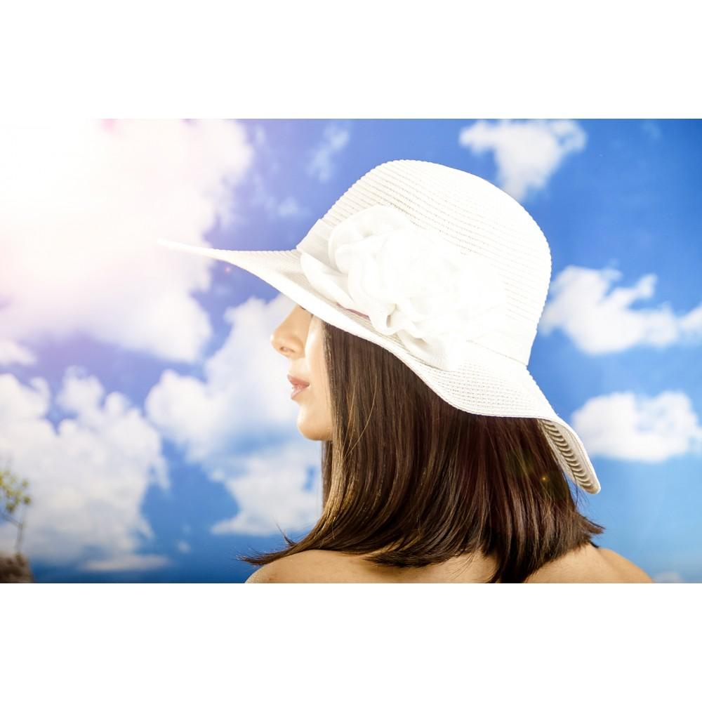 Дамска Лятна Шапка в Бяло с Бяло Цвете