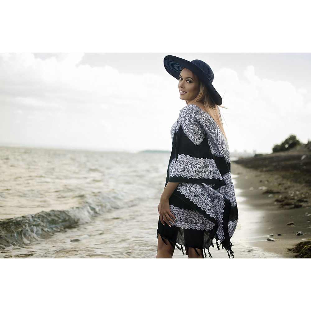 Плажна Туника в Черно и Бяло с Орнаменти
