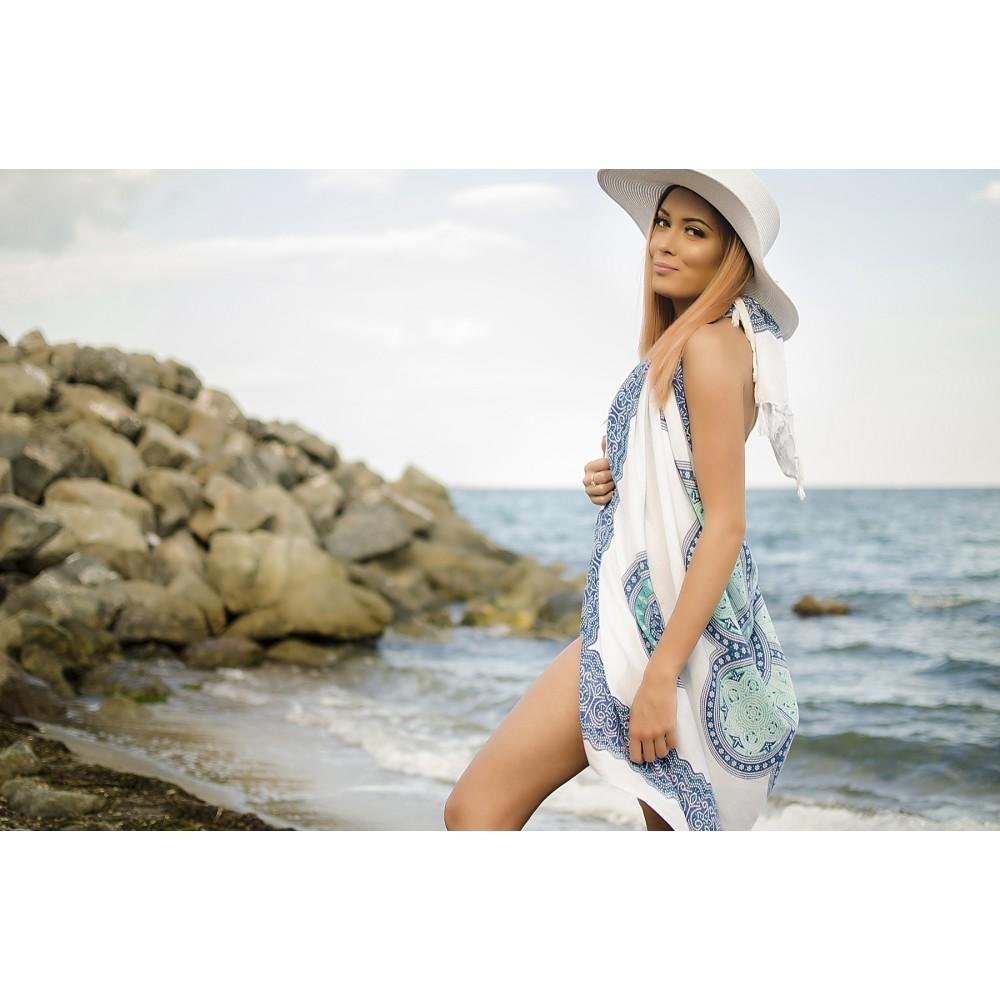 Плажен Шал в Светло Сини и Зелени Орнаменти