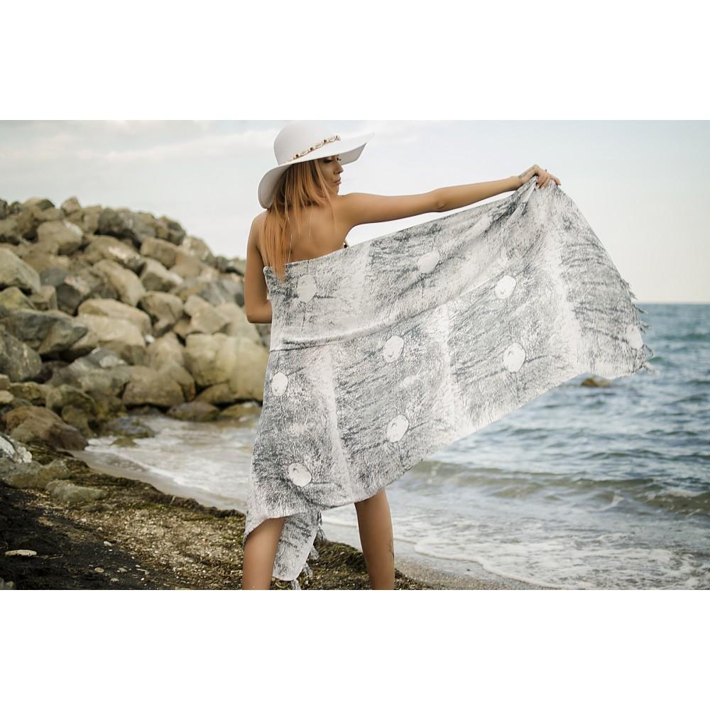Плажен Шал в Бяло със Сиви Пръски