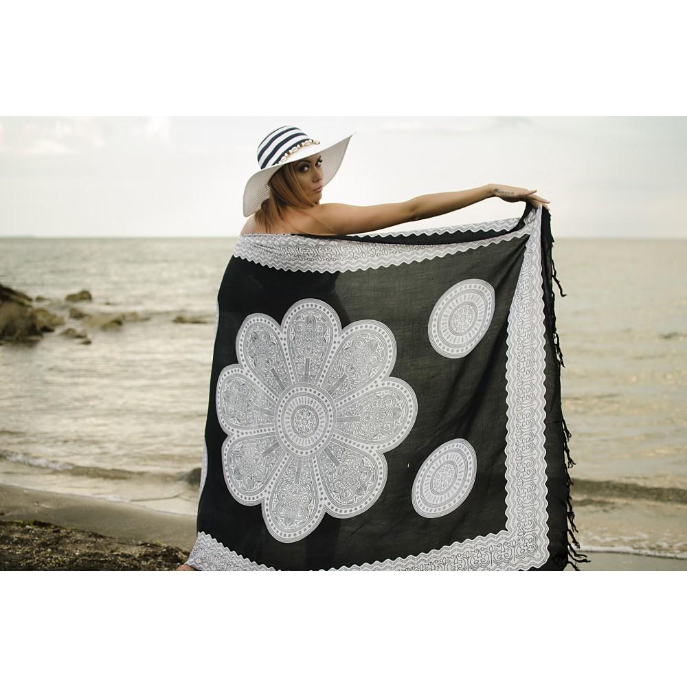 Плажен Шал в Черно с Бели Орнаменти
