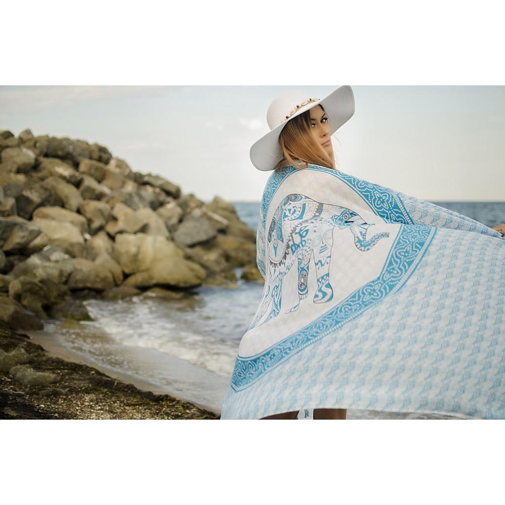 Плажен Шал в Бяло и Светло Синьо със Слонче