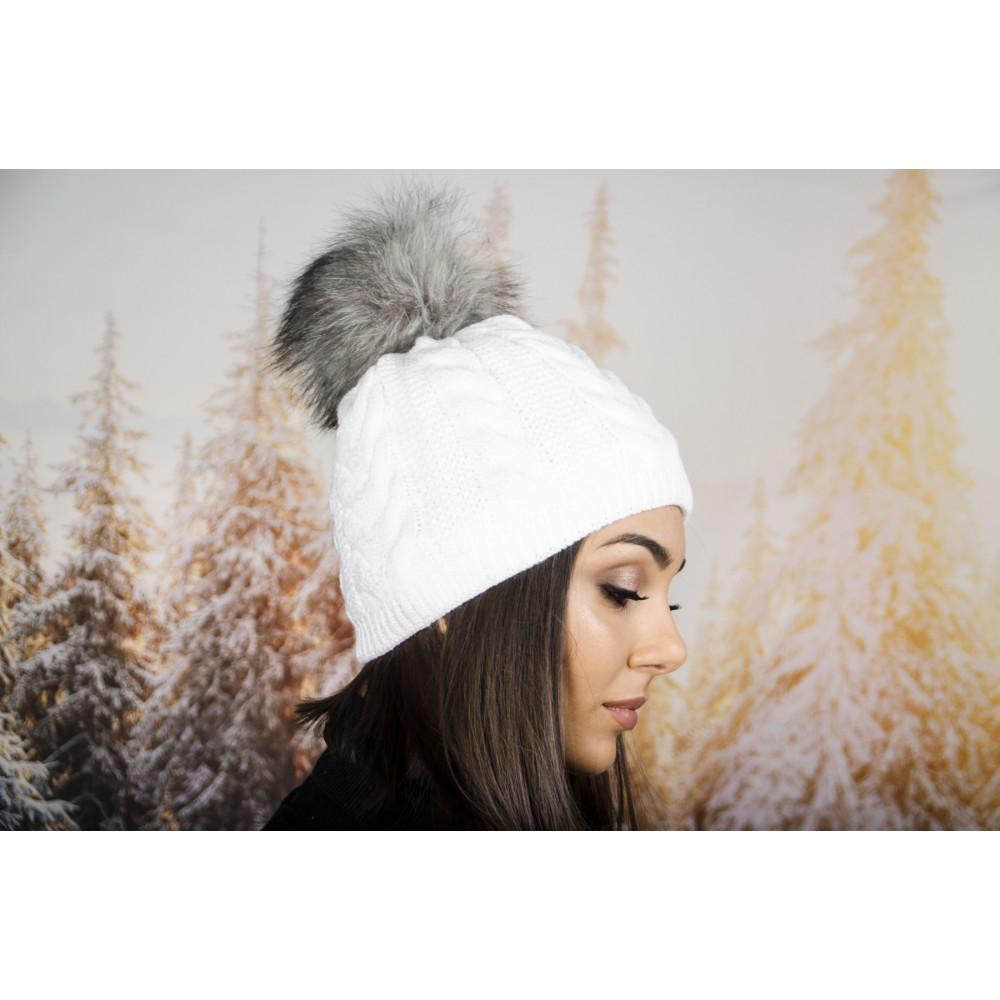 Дамска Зимна Шапка с Еко Пух в Бяло със Сив Помпон