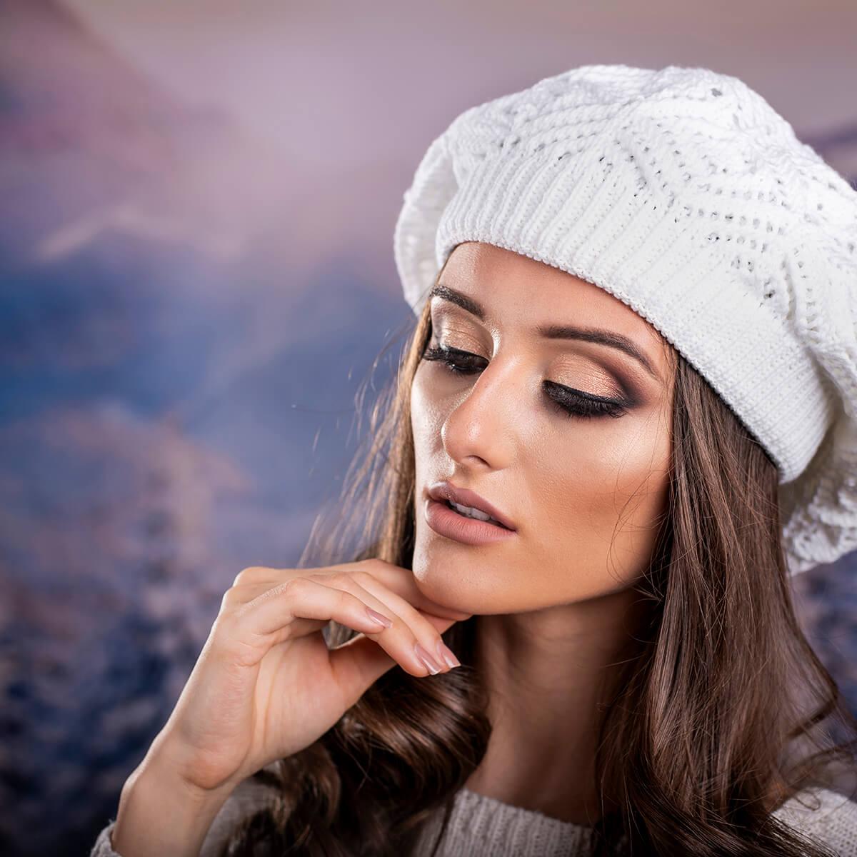 Дамска зимна барета в бяло