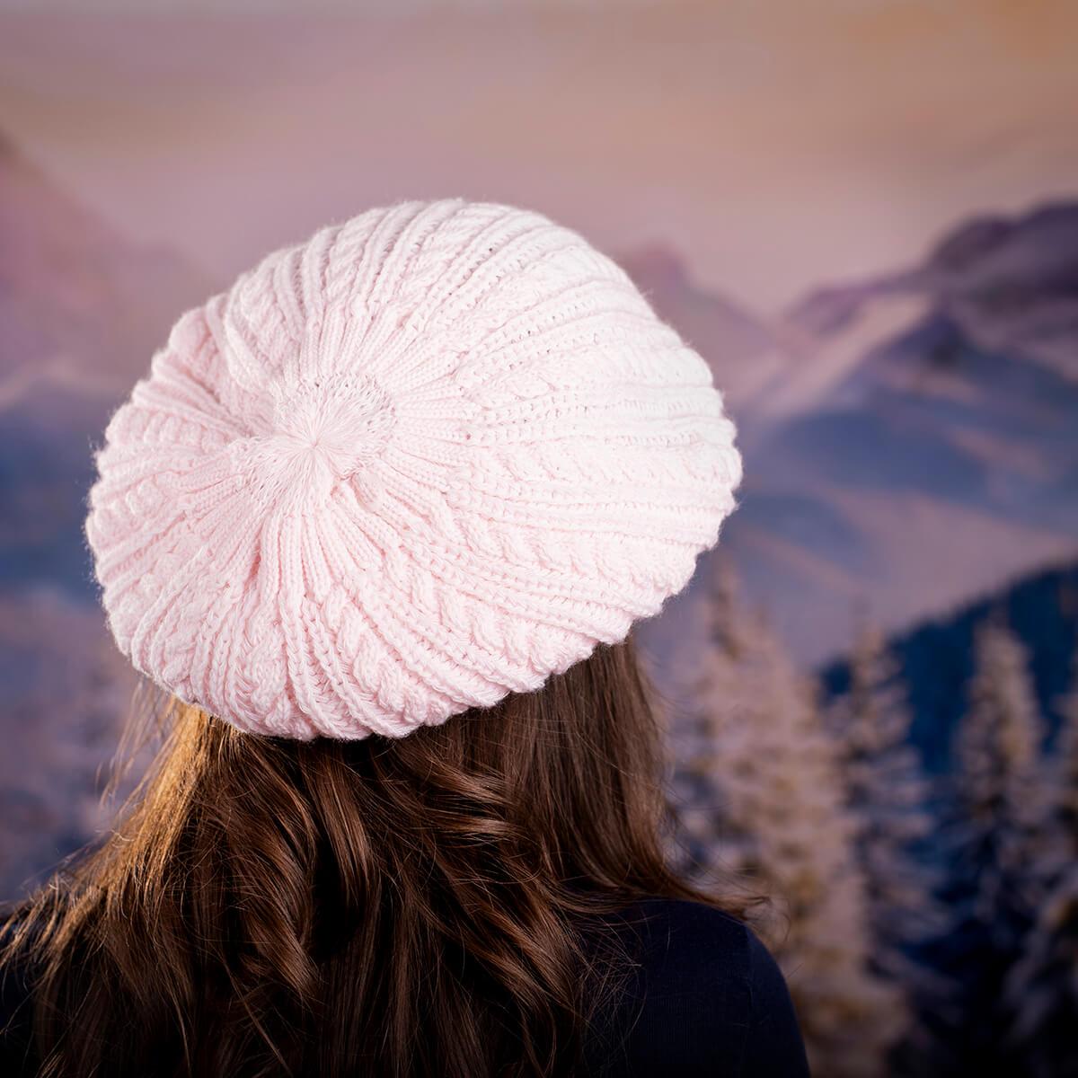 Дамска зимна барета в бледо розово
