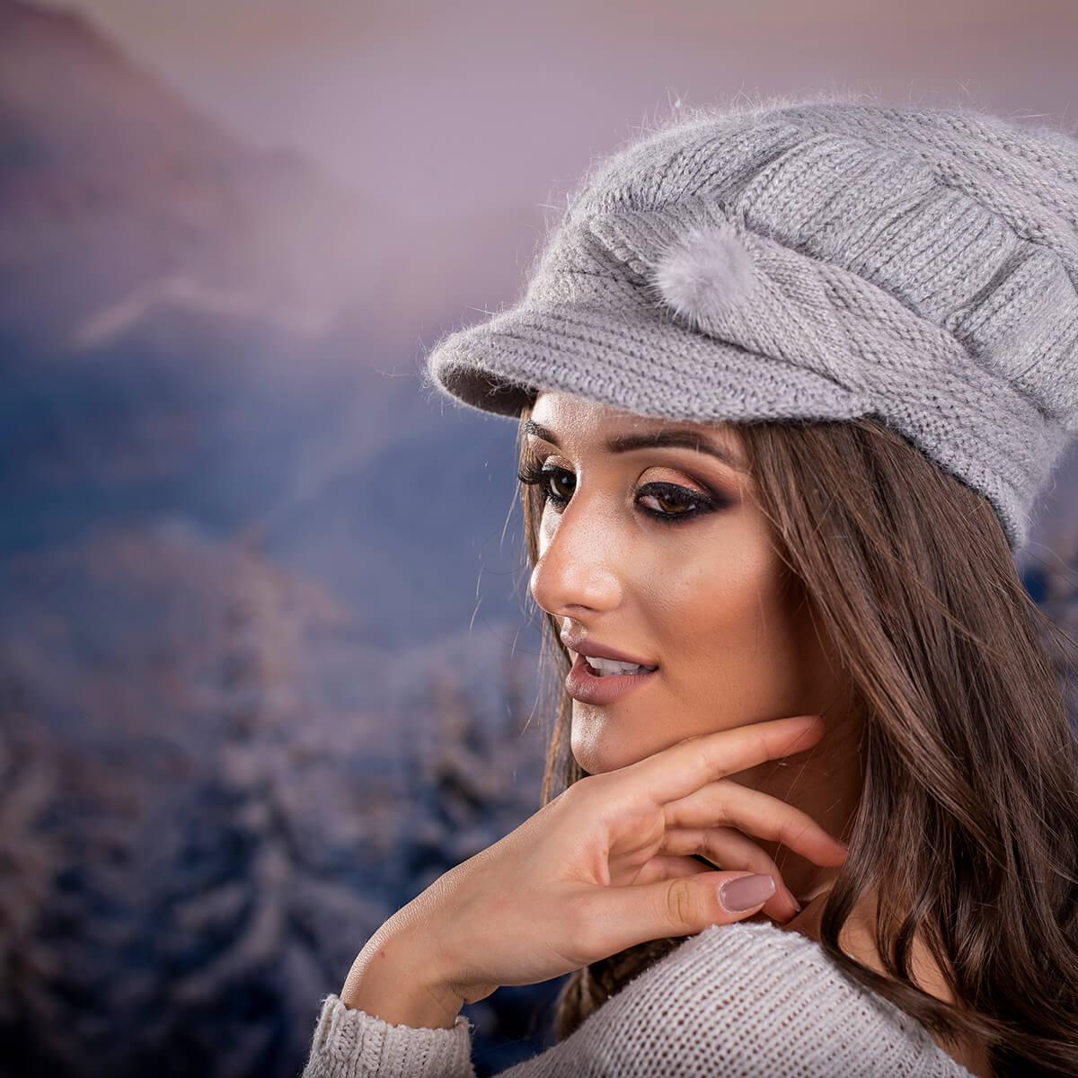 Зимна Дамска шапка Ангора с козирка в Сиво