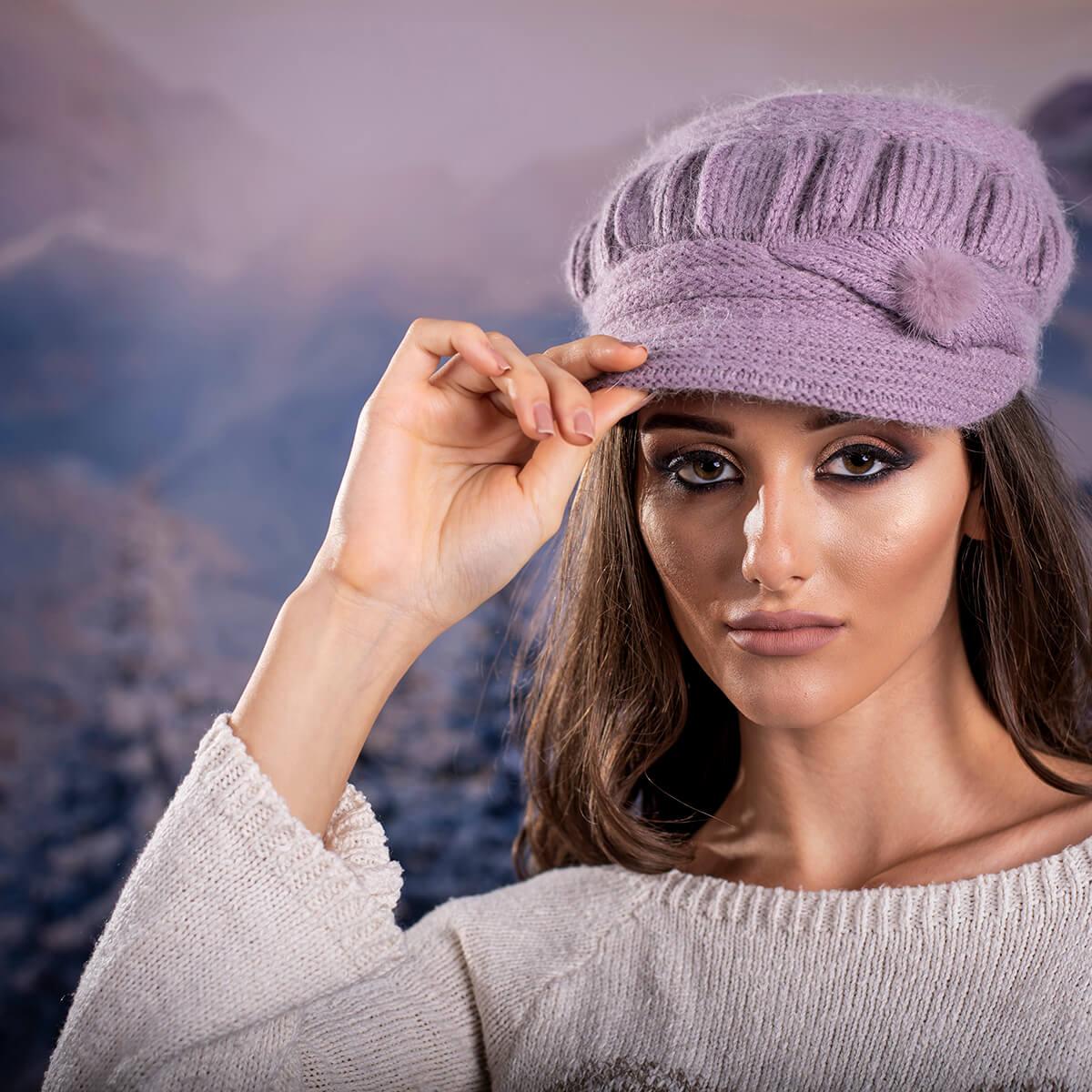 Зимна Дамска шапка Ангора с козирка в Лилаво