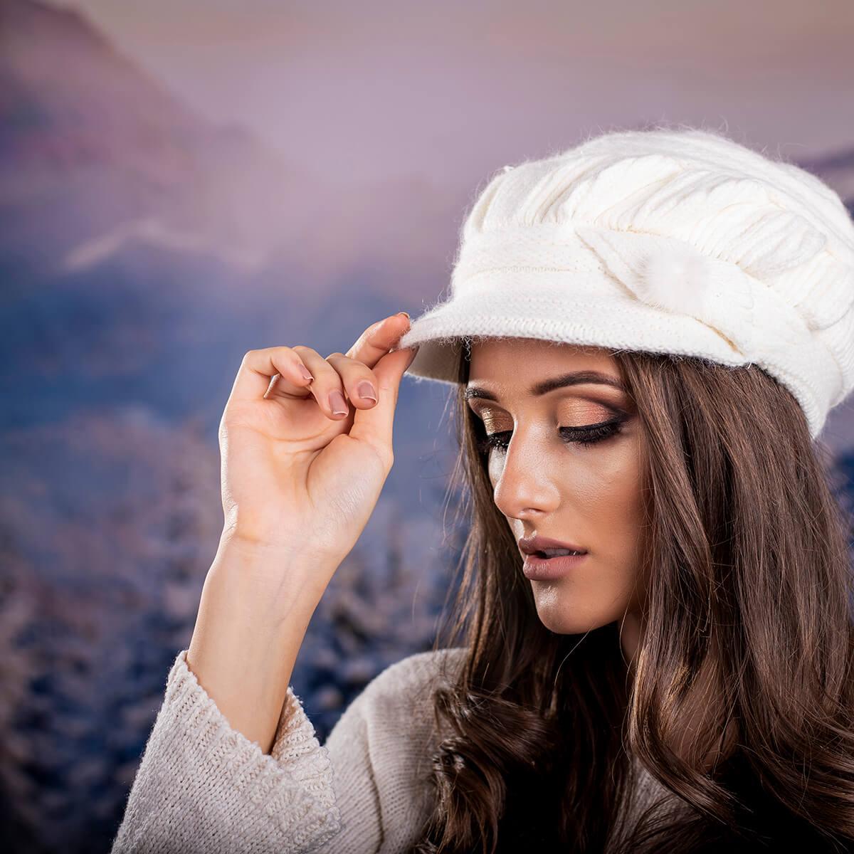 Зимна Дамска шапка Ангора с козирка в Бяло
