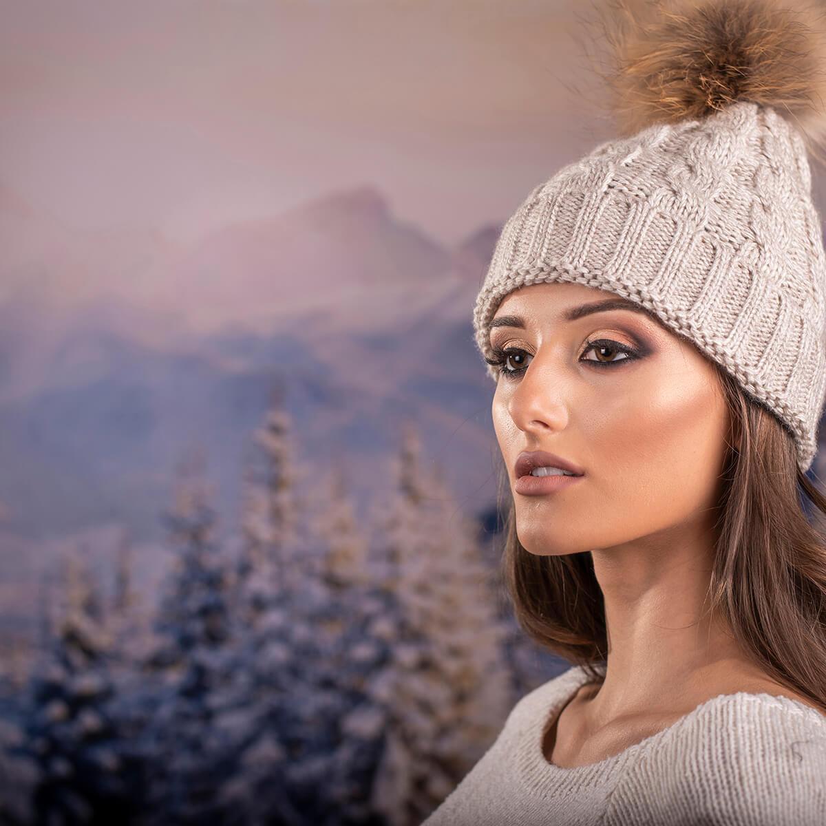 Дамска Зимна Шапка Плетена в Светло Бежово