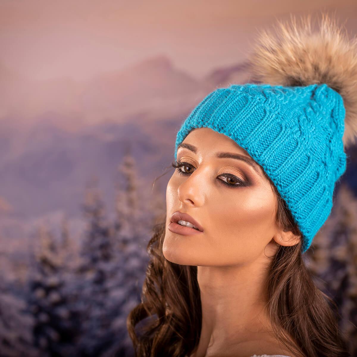 Дамска Зимна Шапка Плетена в Небесно Синьо