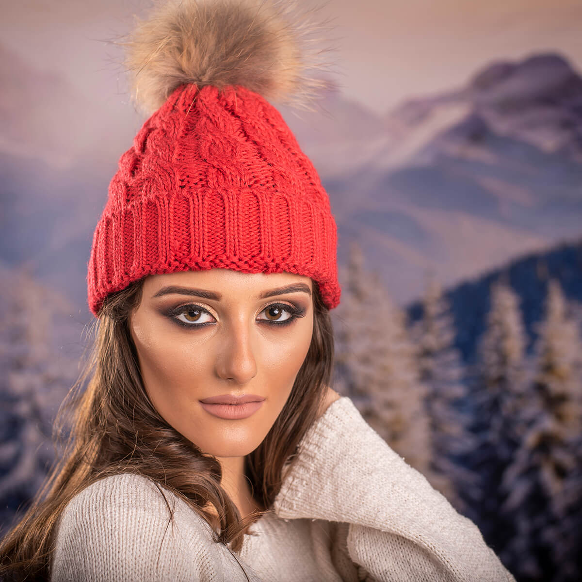 Дамска Зимна Шапка Плетена в Светло Червено