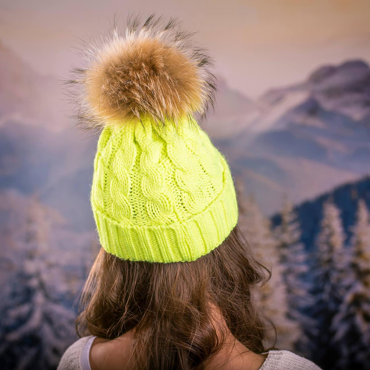 Дамска Зимна Шапка Плетена в Неоново Зелено