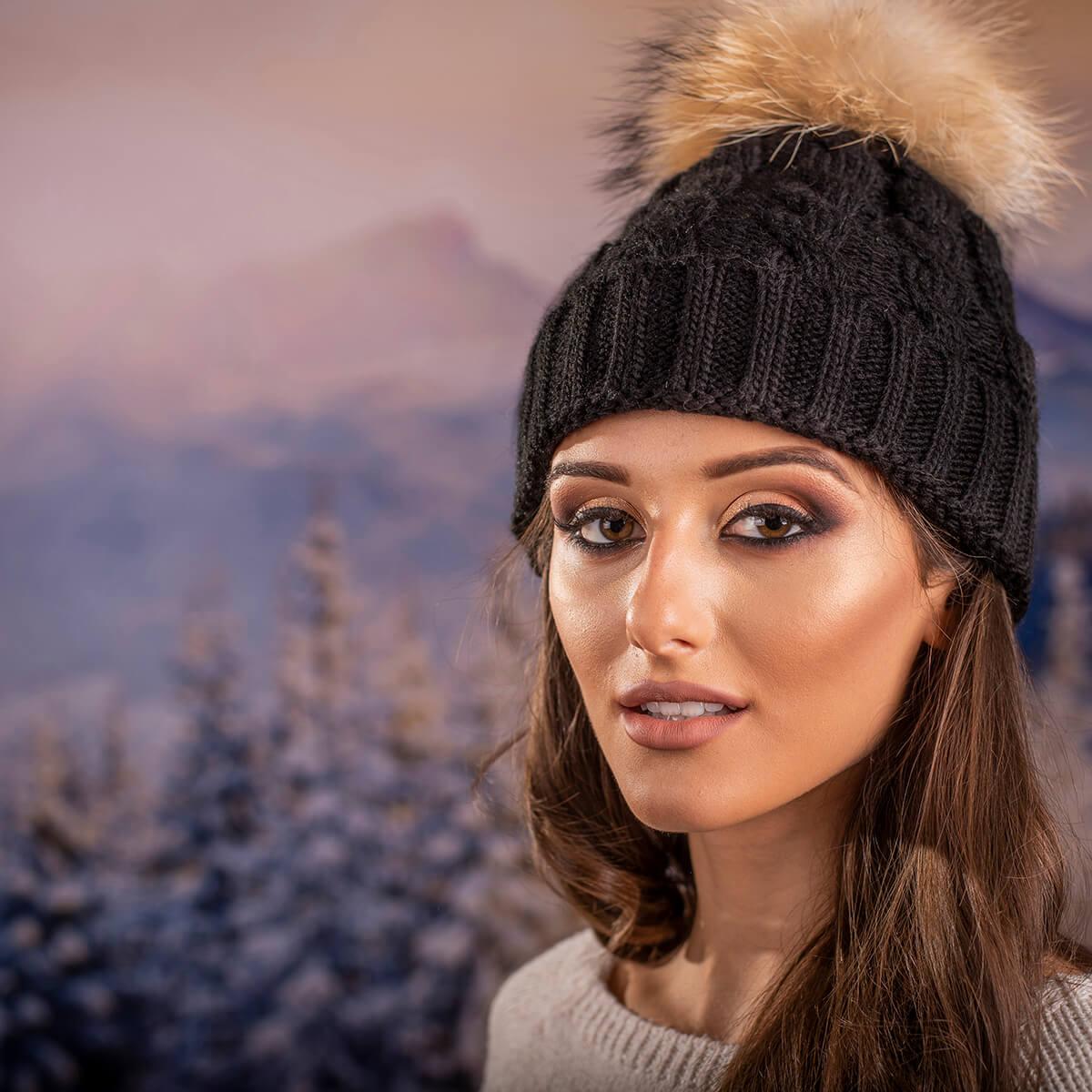 Дамска Зимна Шапка Плетена в Черно