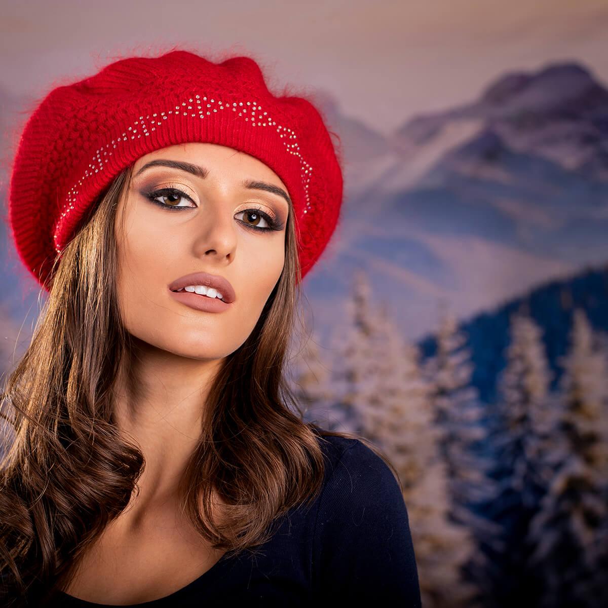 Дамска Зимна Барета Ангора Червена