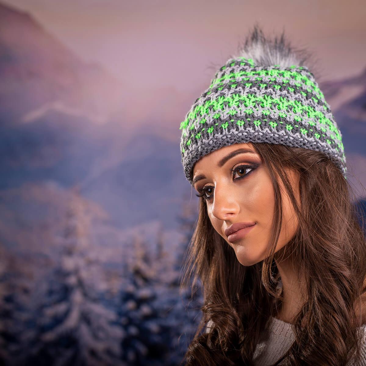 Дамска Зимна Шапка с Еко Пух в Сиво ,  Зелено и Бяло