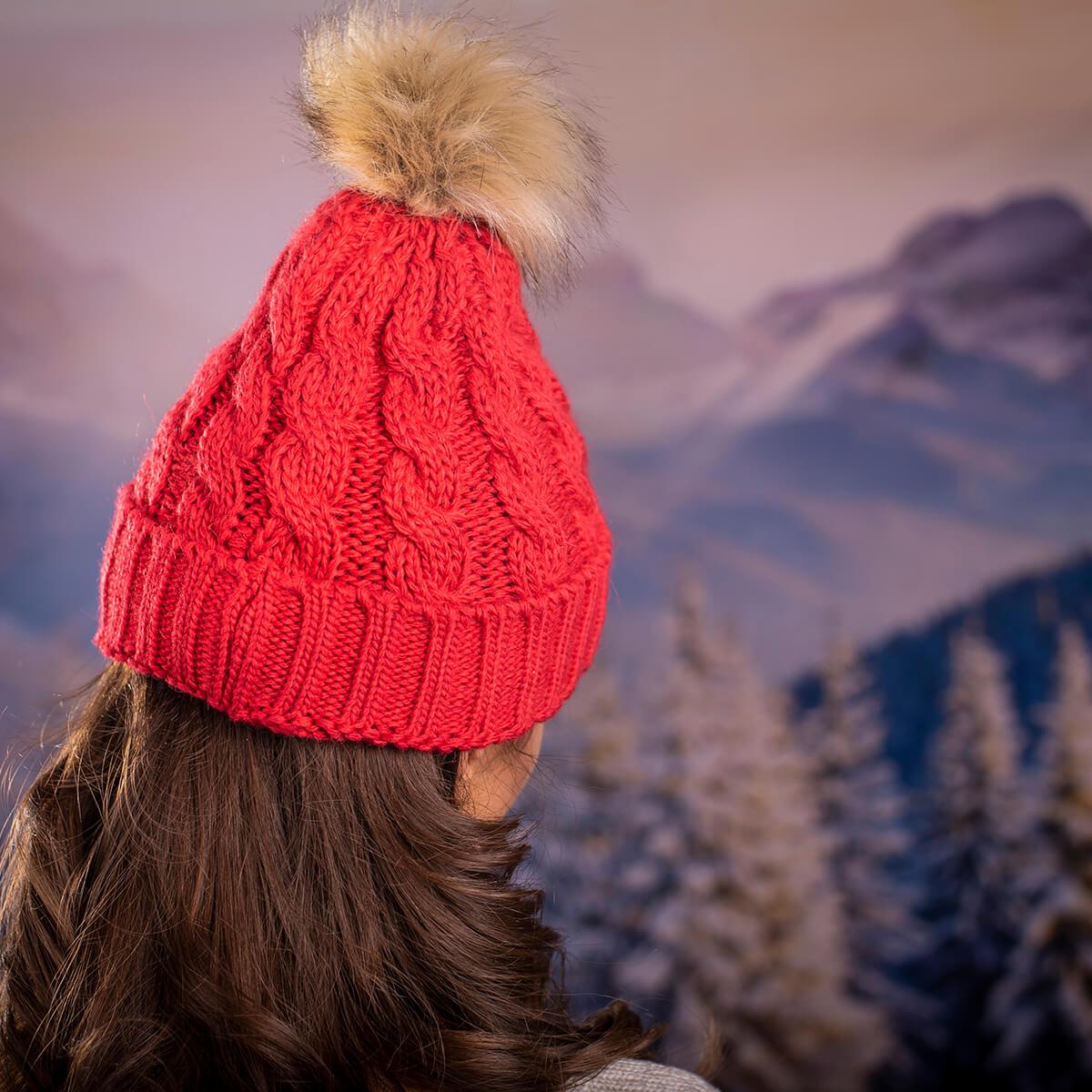 Дамска Зимна шапка в Червено