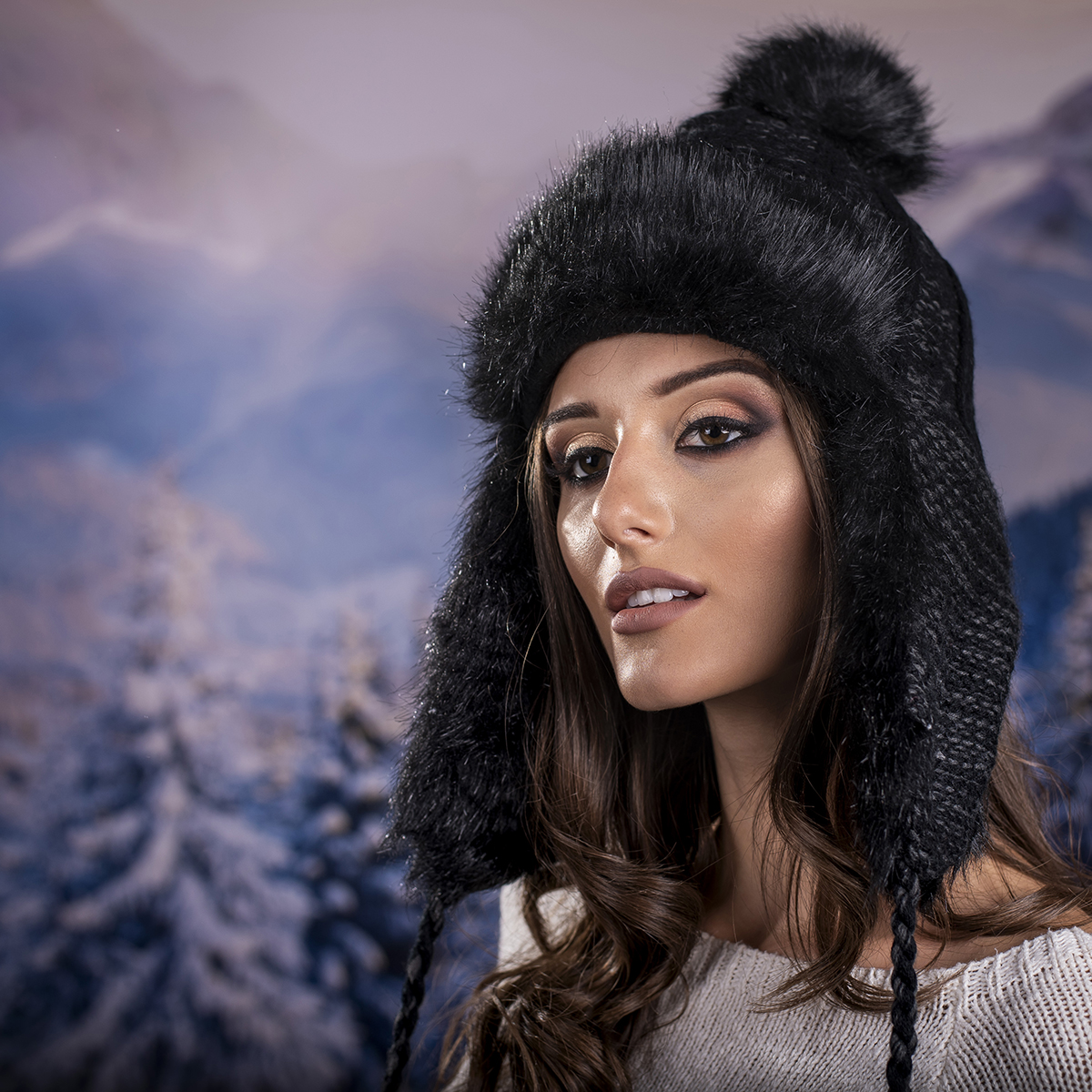 Дамска Зимна Ушанка в Черно