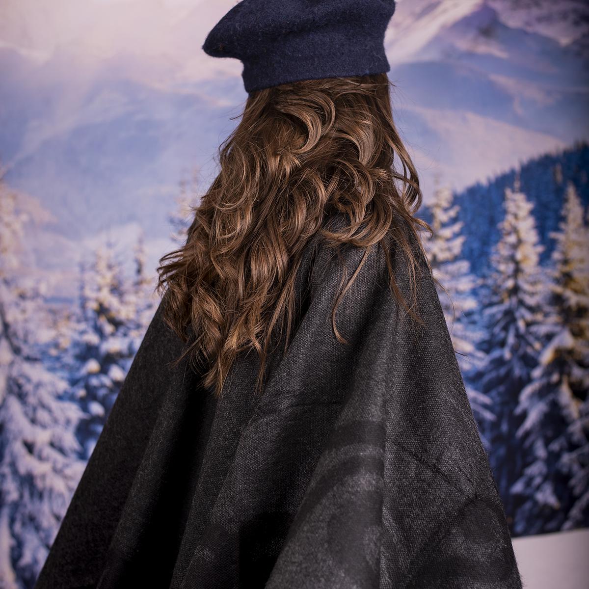 Дамски Двулицев Зимен Шал Тип Пончо в Тъмно сиво