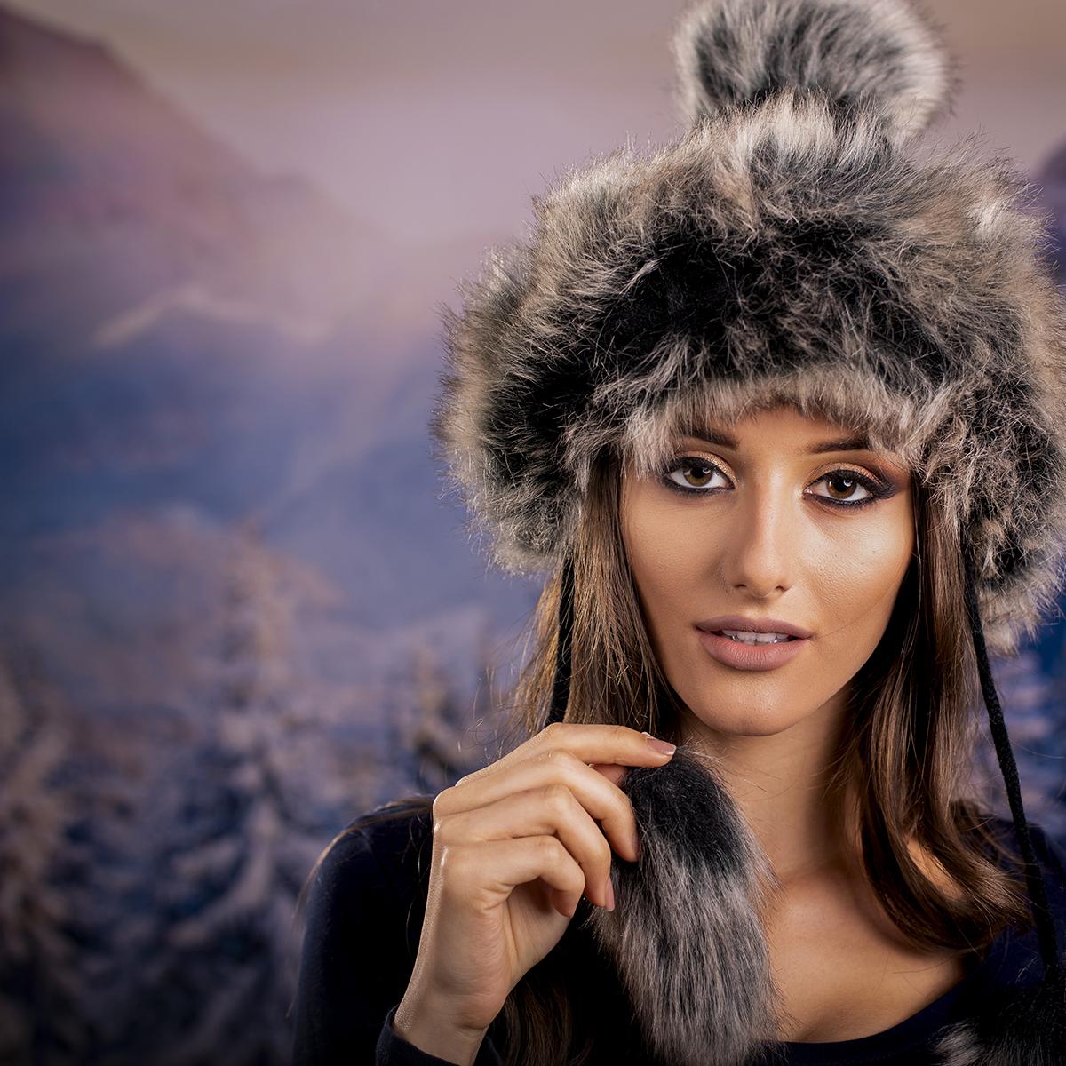 Дамска Зимна Плетена Ушанка с Еко Пух