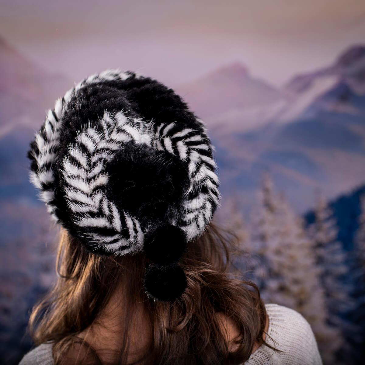 Дамска Зимна Шапка от Норка в Черно с бяло
