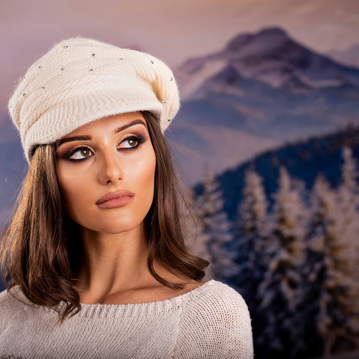 Дамска Зимна Шапка Ангора с камъчета
