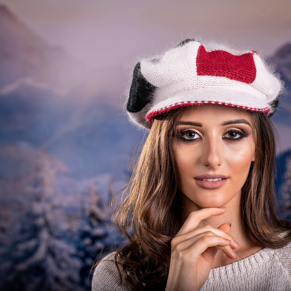 Зимна шапка Ангора в Червено, Бяло и Черно