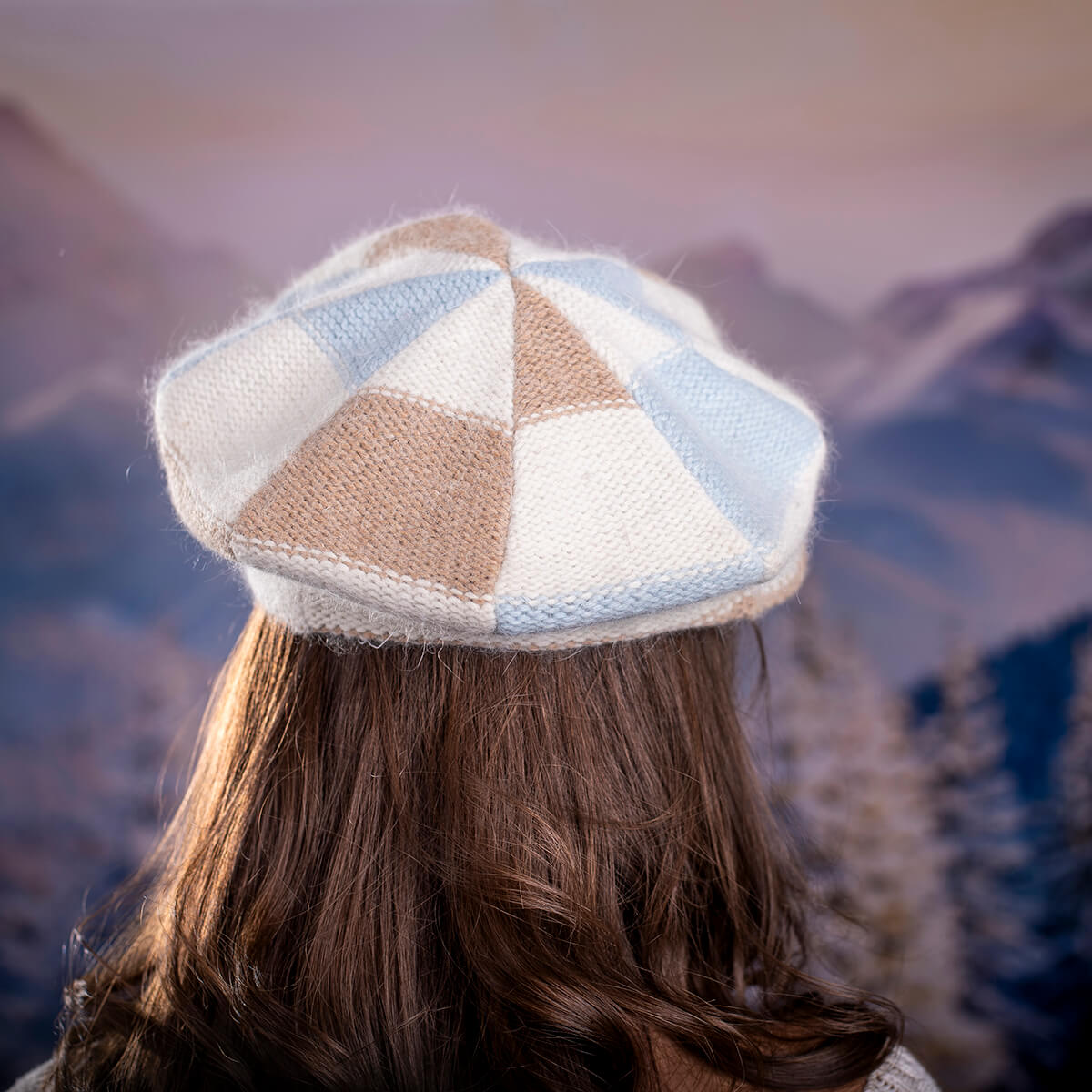 Зимна шапка Ангора в Синьо, Бяло и Бежово