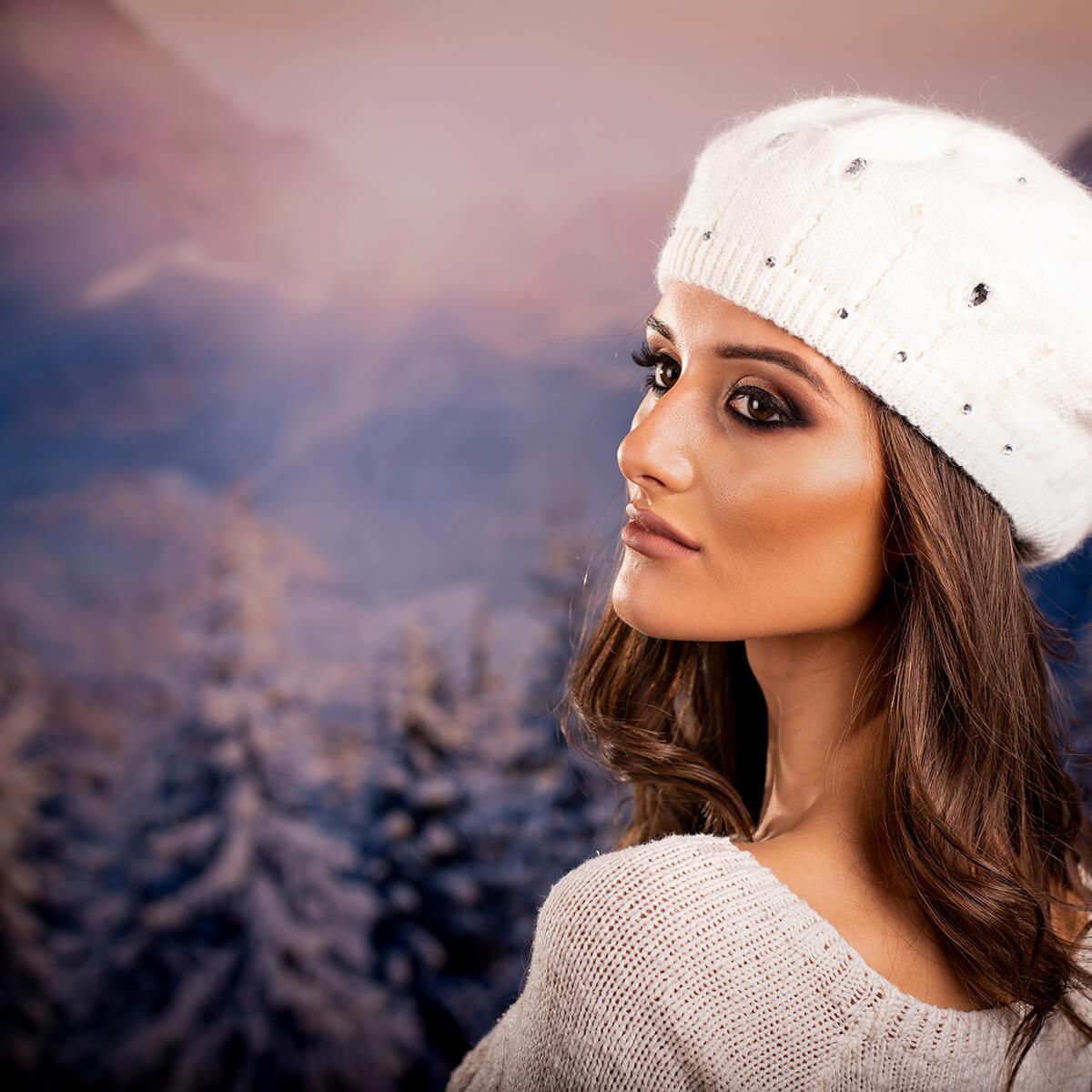 Дамска Зимна шапка от Ангора Бяла с перлички