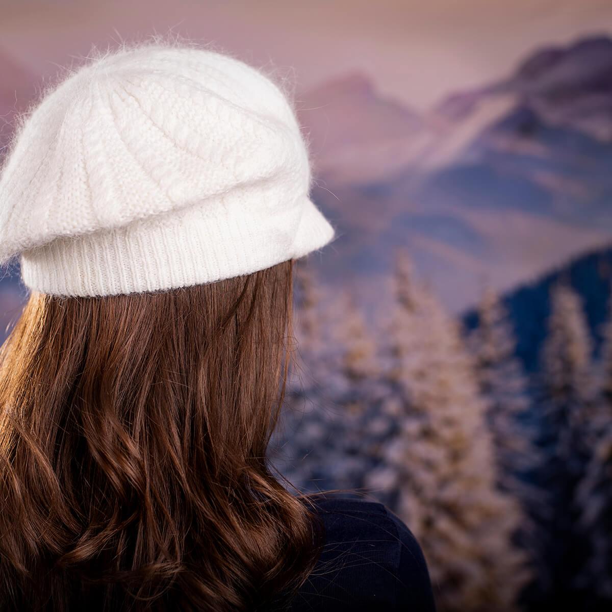 Дамска Зимна шапка от Ангора Бяла