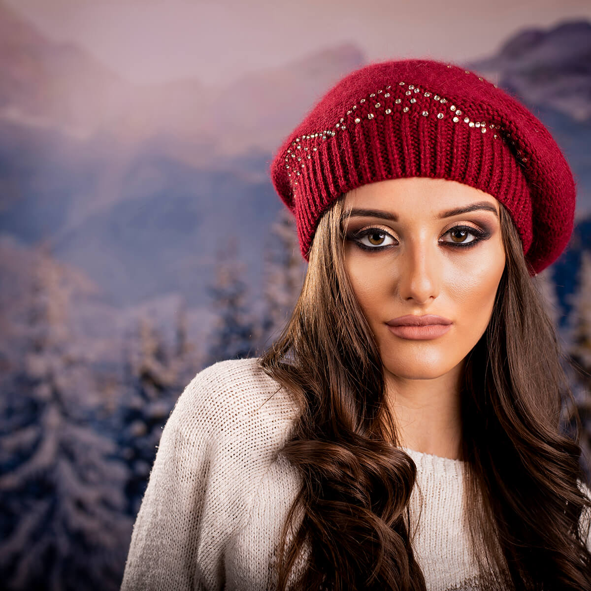 Дамска Зимна шапка от Ангора Бордо