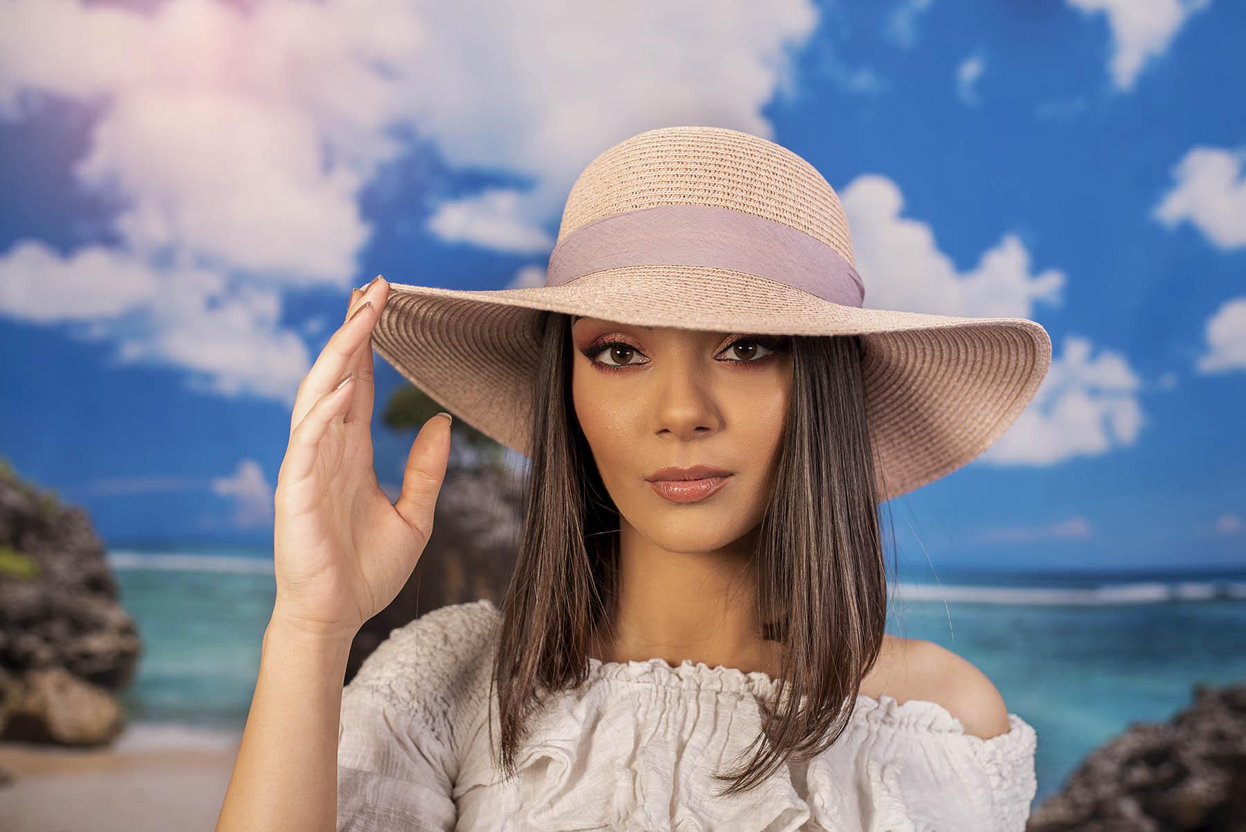 Дамска Капела с Красива Панделка в Цвят Праскова