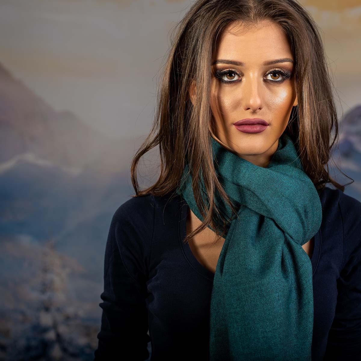 Дамски Едноцветен Шал в Синьо Зелено