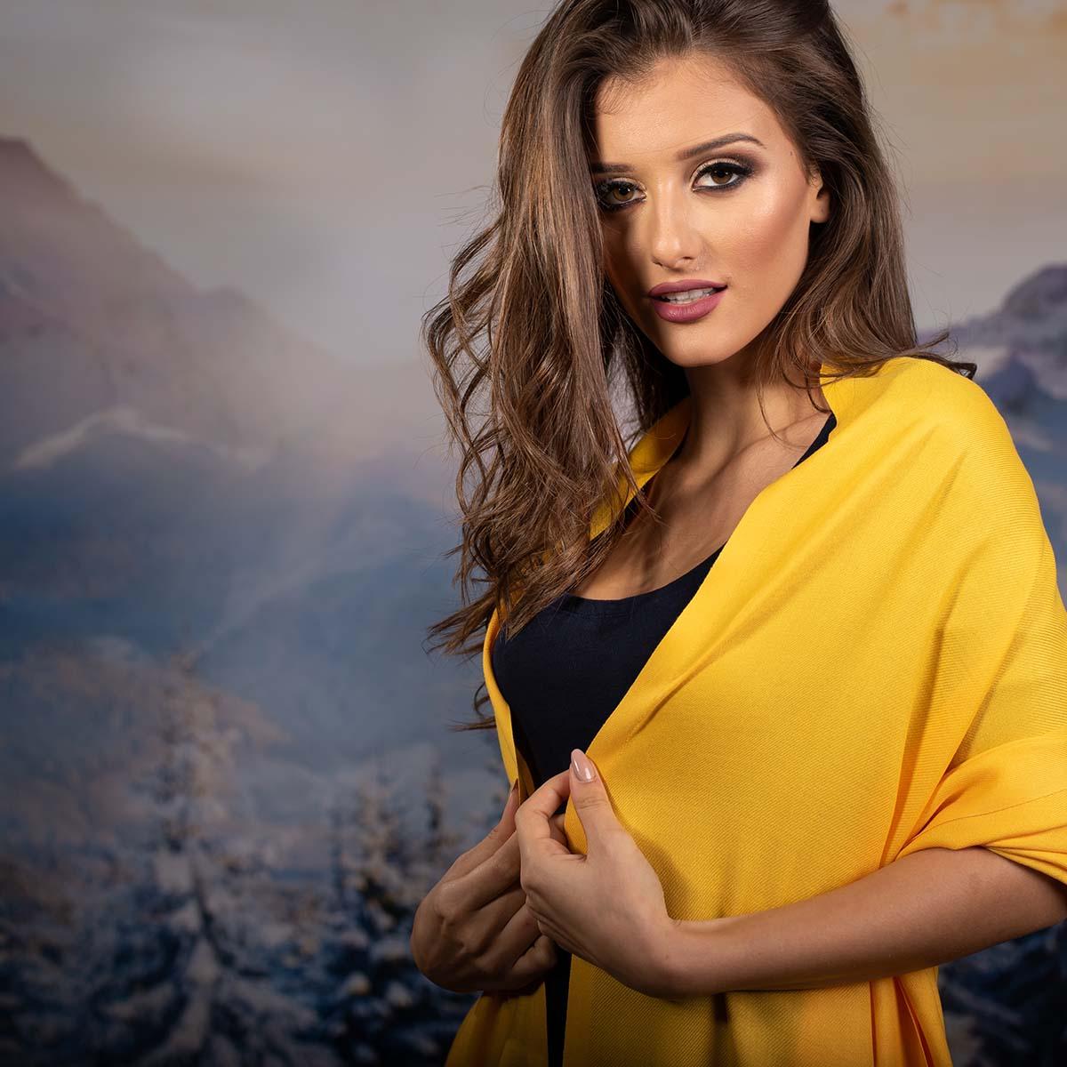 Дамски Едноцветен Шал в Жълто