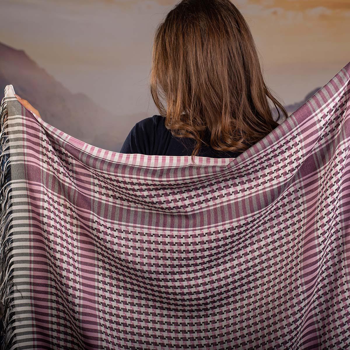 Дамски шал в Розово Бяло и Черно